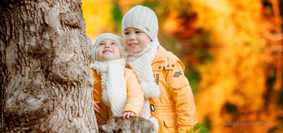 Детская осенняя фотосессия на природе
