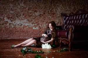 Фотосессия беременных с мужем в студии Ростов-на-Дону