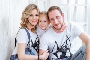 Фотосессия беременной с семьей в студии Ростов-на-Дону
