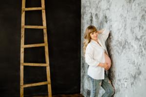 Фотосессия беременных в студии Ростов-на-Дону