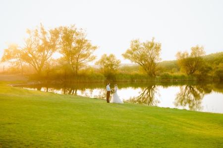 Богемная свадьба на озере в усадьбе Семигорье